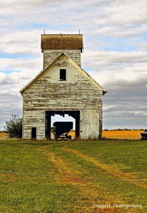 Fb page midwest barns backroads old white crib near for Barn home builders near me