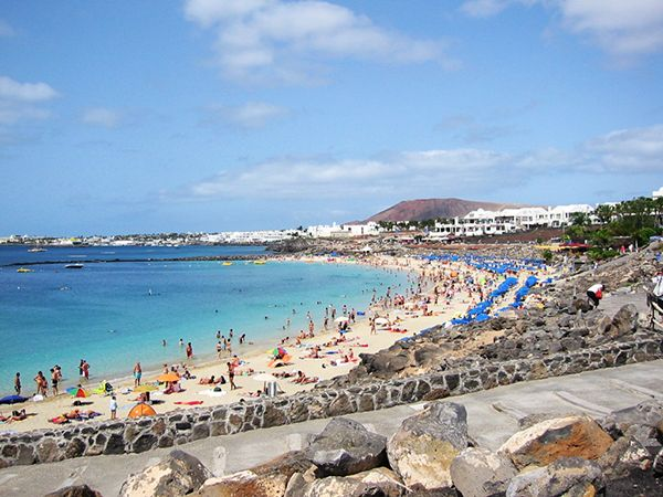 Playa Dorada Beach, Playa Blanca Lanzarote. For holidays to Playa Blanca Lanzarote visit : http://www.travelempire.co.uk/resort_playablanca.phtml
