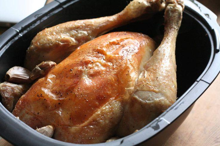 Bonjour ! Voici une nouvelle délicieuse recette TUPPERWARE que j'ai réalisé dans l'Ultra Pro 3,5 litres de TUPPERWARE avec pour celles qui me l'ont demandé une photographie du poulet bien doré ! L'Ultra Pro permet une cuisson au four sans aucune contrainte....