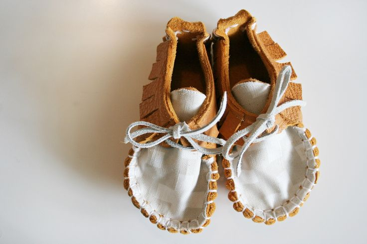 Designed so little feet can still move in their natural way without being restricted in their natural movement, which makes these perfect for little ones learning to walk.Each shoe is hand sewn from beautiful soft high quality Deer Napa Leather and cotton print sewn onto the tongue. Laced with Kangaroo Leather Thonging.SIZES:1: 11.5cm 2: 12.5cm 3: 13.5cm 4: 14.5cm
