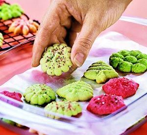 Almond Spritz CookiesFood Colors, Christmas Cookies, Food Coloring, Almond Spritz, Cookies Recipe, Christmas Treats, Dough Plain, Delicious Food, Almond Cookies