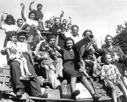 """15 aprile 2012 """"Vi abbiamo lasciato il futuro che noi allora sognavamo. Un futuro di libertà"""". Il partigiano Luigi Cin Grossi, 86 anni, partecipò alla Battaglia di Arona del 14 aprile '45 e ieri, con autorità e rappresentanti delle associazioni dei partigiani e dei reduci, era alla commemorazione organizzata dall'Anpi. Fonte: La Stampa.it"""
