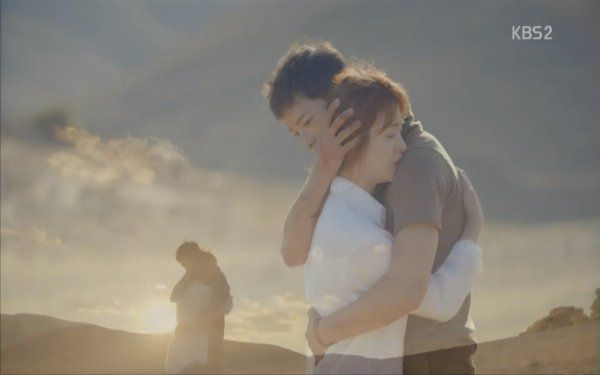 """""""Hậu Duệ Mặt Trời"""": Khán giả thót tim khi Song Joong Ki tử trận ở phút thứ 89! - Ảnh 16."""