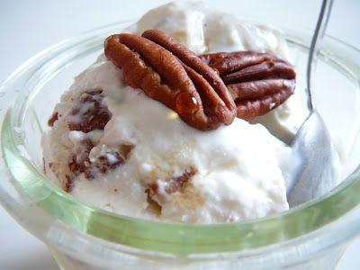 Delicious blog: Mražený jogurt s pekanovými ořechy a javorovým sirupem