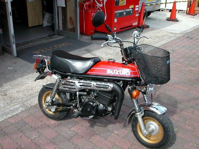 Eine Suzuki PV 50 (Epo), gab es in den 80er Jahren. (nicht in Deutschland).