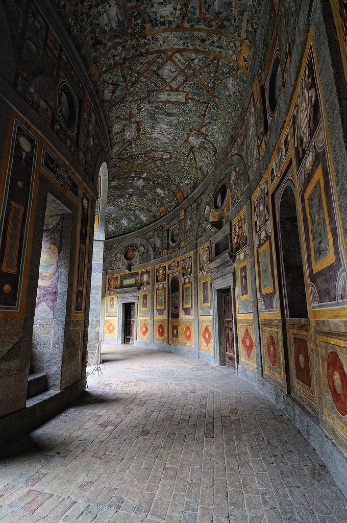 Caprarola (VT) Italia - Palazzo Farnese - Vi consiglio vivamente di visitare questo gioiello, possibilmente in mezzo alla settimana perchè così potrete vedere anche gli splendidi giardini che io non ho visto perchè la domenica sono chiusi per mancanza di personale.