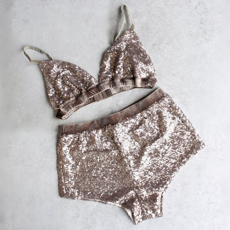 """Features adjustable straps, a velvet band, and lining at the bust. Measurements for a size Small: Bust: 13"""", Length: 8"""" Material: Shell: 100% Polyester, Contrast: 95% Polyester, , 5% Elastane, Lining:"""