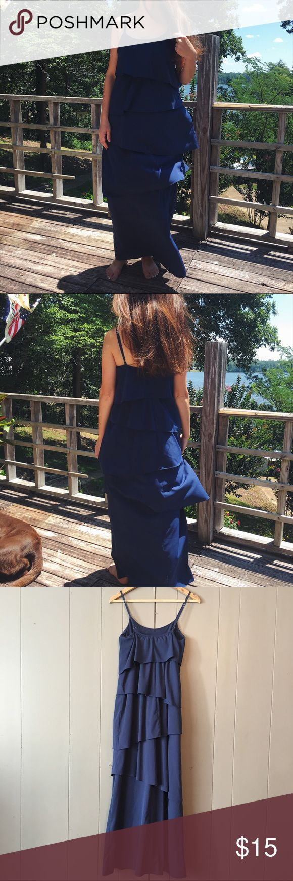 Navy Spaghetti Strap Ruffle Tiered Maxi Dress☀️ Super cute dress in excellent used condition! Would be great for date night or an afternoon wedding. Will fit an xsmall to a small. Old Navy Dresses Maxi