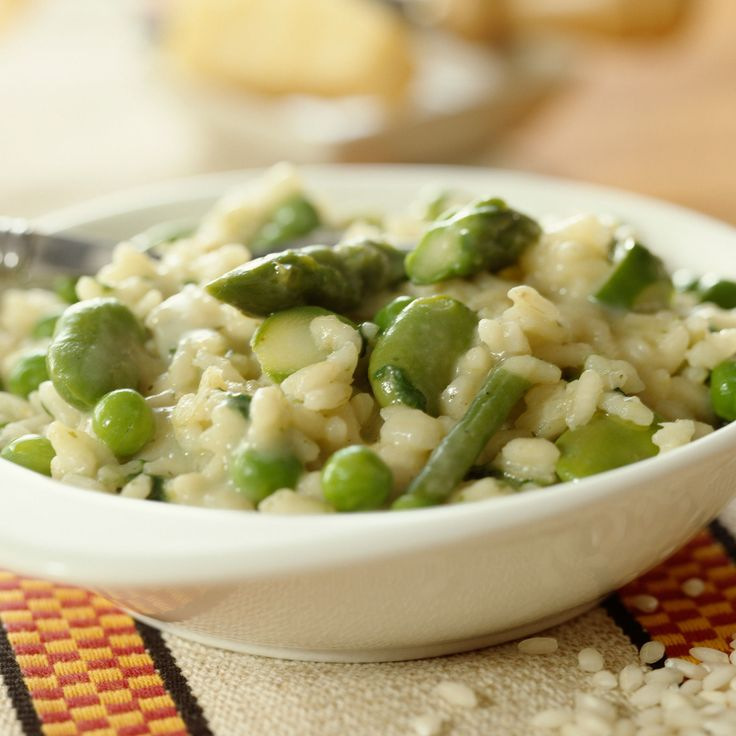 Découvrez la recette Risotto aux fèves et petits pois sur cuisineactuelle.fr.