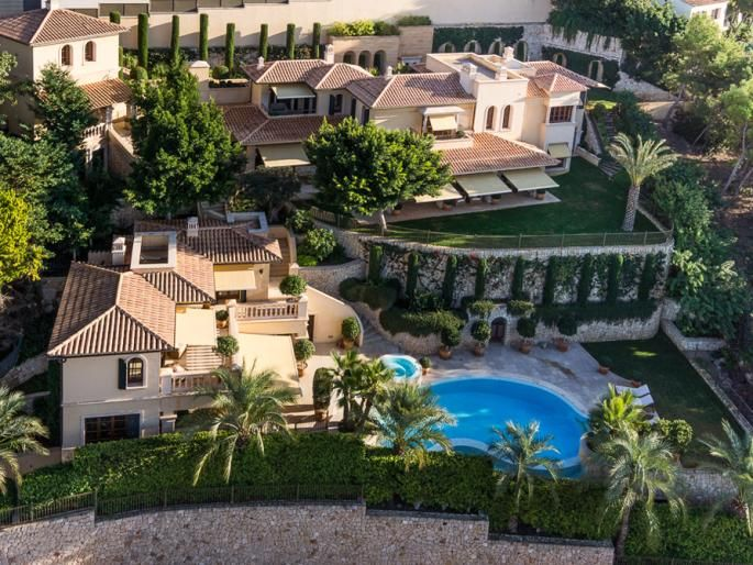 Impressive estate in Port Andratx in walking distance to the port Engel & Völkers Property Details | W-00AALV - ( Spain, Mallorca, Andratx, Port Andratx )