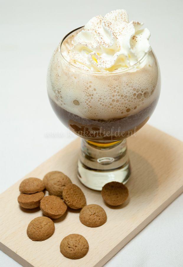 Hoewel de echte Spaanse koffie wordt gemaakt met Tia Maria gaat mijn voorkeur uit naar Licor 43. Die is echt verrukkelijk! Geneer je niet om in deze tijd ...