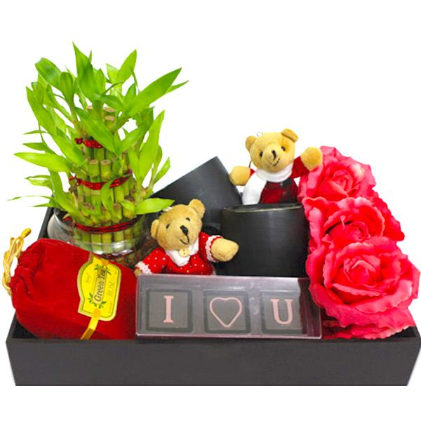 Find best gifts for your wife on this anniversary visit Tajonline.com. For more information click here: http://www.tajonline.com/gifts-to-india/gifts-CGM05.html