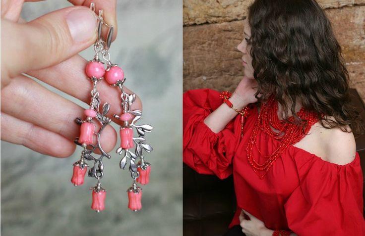 #JadeDeCoral En la antigua Grecia, los #corales rojos y rosa se utilizaban para hacer amuletos, que simbolizaban felicidad e inmortalidad. También en aquellos días había nacido la creencia de que el #coral rosa era para chicas jóvenes y los de color rojo eran para las mujeres casadas. El #coral da felicidad a las mujeres en el matrimonio y también las ayuda a tener un bebé sano. Fuente: TendenciasenJoyeria