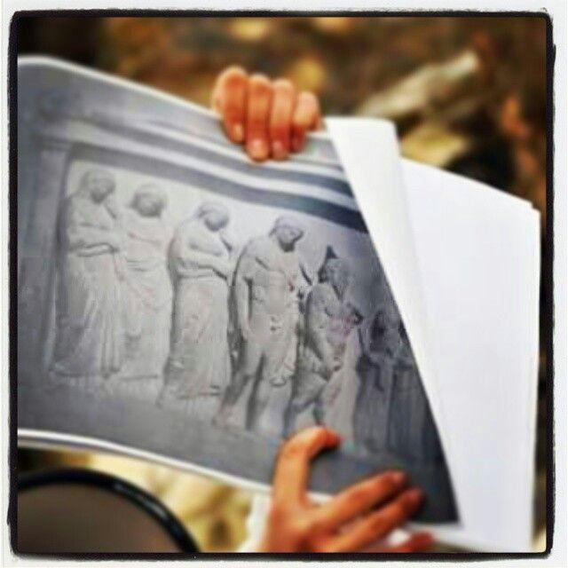 Αναγλυφο απο Ανδρο Νυμφων. Αρχαιολογικο μουσειο