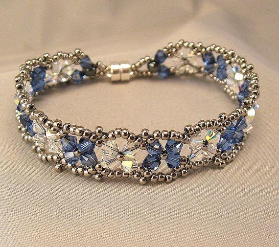 Items similar to Pulsera de cristal con abalorios Gunmetal, brazalete pulsera mezcla azul medio y pulsera de cristal A.B. de Dama de honor, tejido azul on Etsy