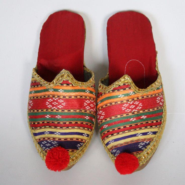 Novelty Traditional Turkish Marash Pom Pom Slippers