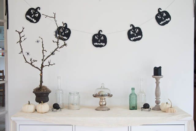 Halloween dekorationer med græskar og edderkopper • Sweet Country Life