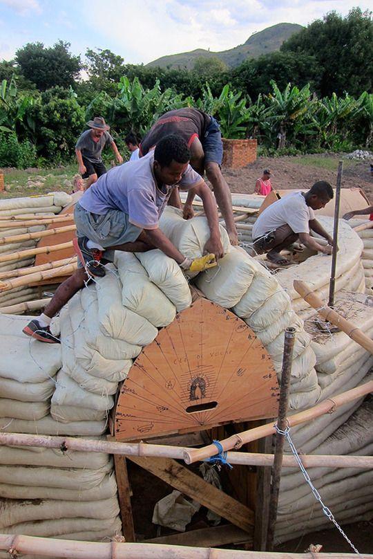 Projet de construction d'écodômes à Madagascar: 2ème semaine de chantier...