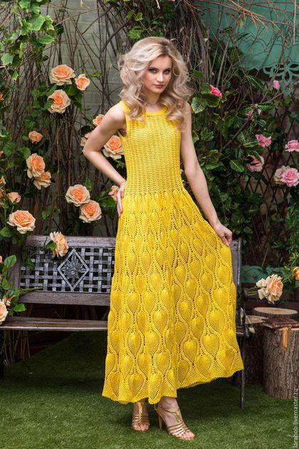 Купить или заказать Платье 'Желтый ананас' в интернет-магазине на Ярмарке Мастеров. Восхитительное летнее платье в пол. Актуального в этом сезоне желтого цвета связанное крючком станет украшением вашего гардероба. Спинка декорирована застежкой на пуговицах. Есть нижняя сорочка телесного цвета из вискозного трикотажа.