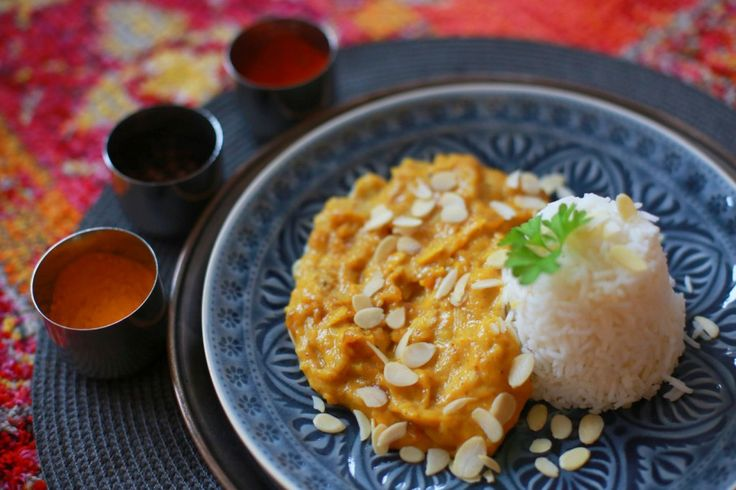 Dieses Mango Chicken Rezept vereint fruchtige Mango und würziges Curry zu einer indischen Geschmacksexplosion.