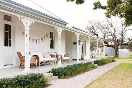 We love the splash of bunting on the whitewashed verandah! ACxx