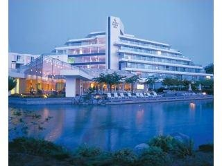 Cannot wait to go back this Hotel again!! Love it love it love it. The Inn @ Laurel Point in Victoria, BC
