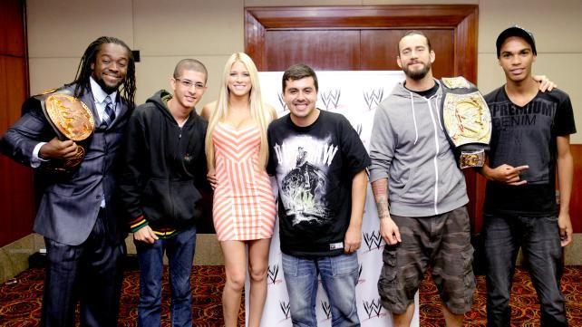Raw Brasil: WWE publica fotos dos lutadores aqui no Brasil/
