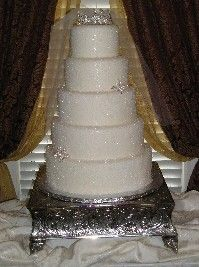 Truly amazing glitter or sparkle wedding cake.  Looks like snow... Add accents from the other cake