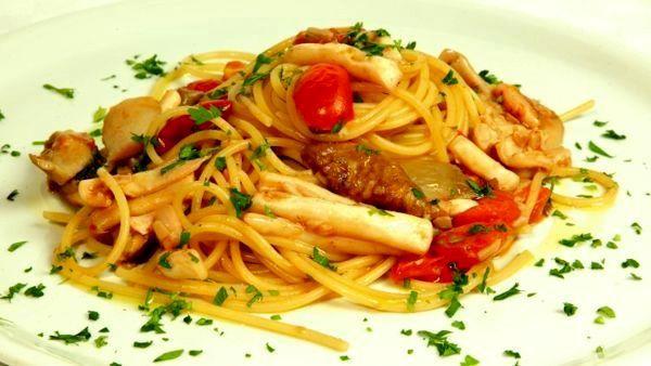 Ricetta spaghetti mari e monti dalla tradizione italiana - Le ricette di CucinaToday