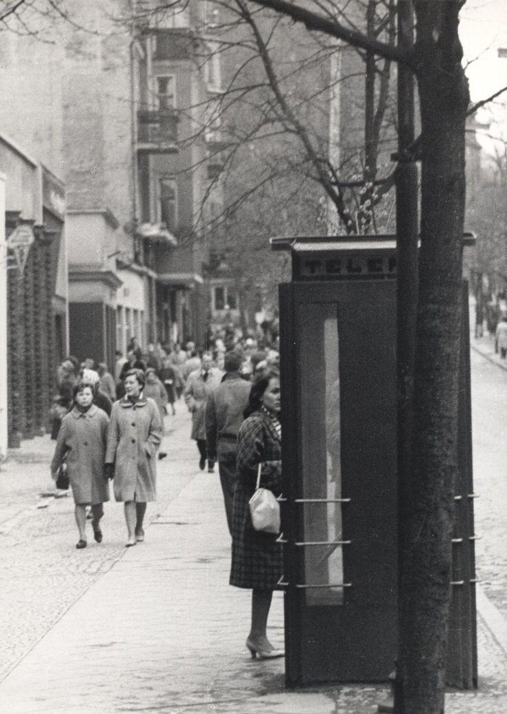 Zdjęcie numer 17 w galerii - Gazowe latarnie, brydż na plaży, warszawy na ulicach - Sopot w latach 50. i 60. [ZDJĘCIA]