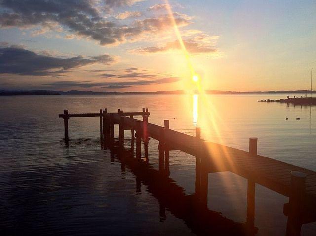 #Chiemsee am #Ostersonntag 2014 in Übersee im #Achental - Für #Hobbyfotografen #Romantiker und alle anderen Fans des #Naturschauspiels ist Übersee- #Feldwies am Chiemsee ein echter #Hotspot ... #sun #sunny #sunrise #sunset #sonne #wasser #water #lake #see #bayern #bavaria
