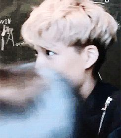 Kai gif lol. How come he looks scared for his life? It must be Satansoo again. < Satansoo omg I cant xD