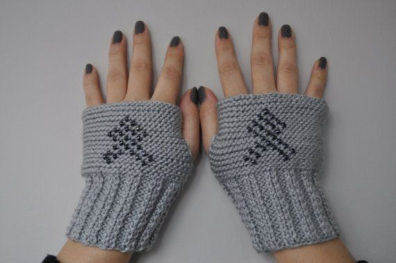 Check out this item in my Etsy shop https://www.etsy.com/listing/90618568/grey-fingerless-beaded-gloves