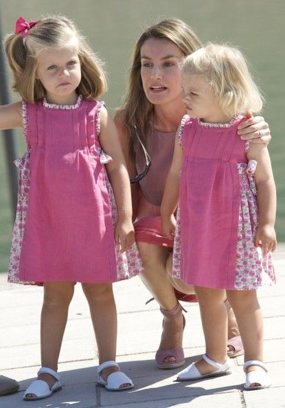 Princess Leonor Pictures - Prince Felipe & Princess Letizia Photocall In Mallorca - Zimbio