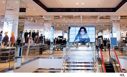 1000 images about digital signage retail on pinterest for Garden state plaza apple store