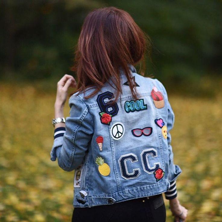"""""""My new favorite jacket ❤️ Apaixonadaaaa por essa jaqueta personalizada da @vidabelaoficial! AMEEEI meninas, obrigada! PS: choveu tanto que só consegui…"""""""