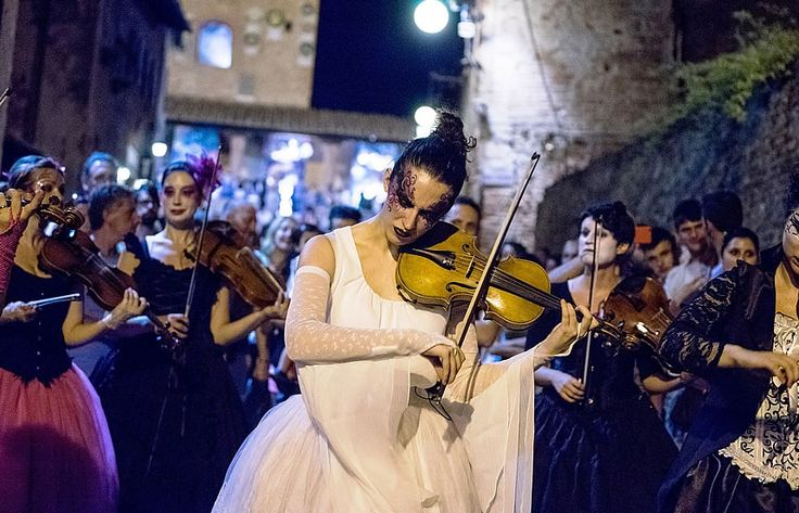 "The lovely ""Alchimie Musicali"" (Music Alchemies) were one fo the stars of the past Mercantia, in Certaldo, where they toured around the medieval town playing with their strings and bringing joy to passers-by. Some might have noticed a familiar tune playing, whose motto was....""Winter is coming!"" #certaldo #tuscany #mercantia #certaldoalto  www.hotelcertaldo.it"