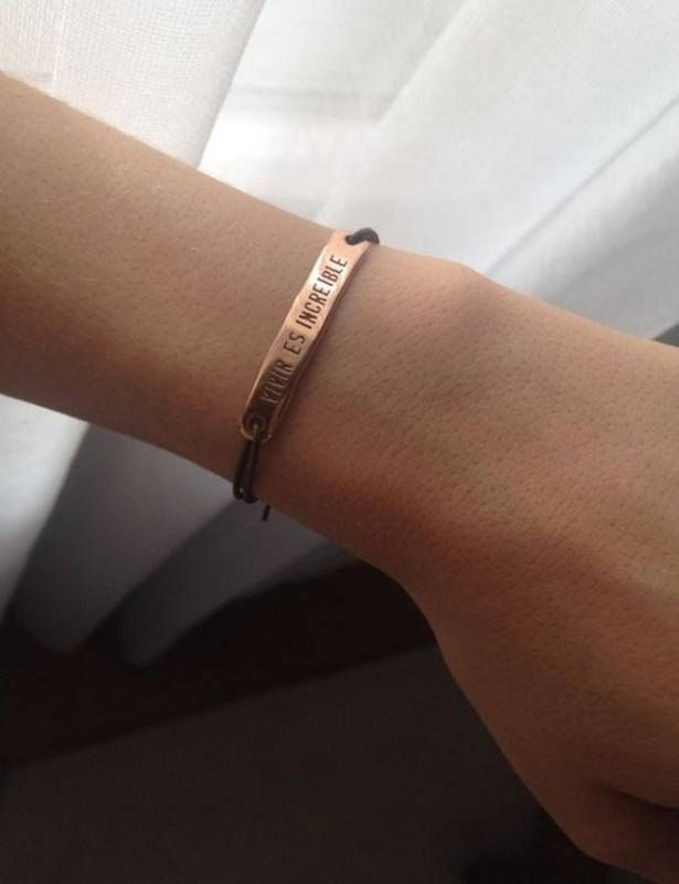 Close up to the bracelet of Sara Carbonero...item code 78411497 in rose gold! find it @ www.nikolisgroup.com