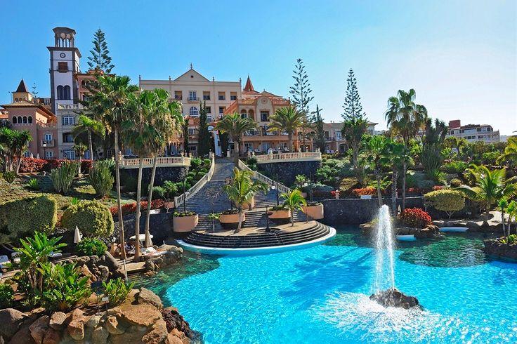 Tässä hotellissa on oma tähtitieteellinen observatorio, jonka teleskooppikaukoputkella sinullakin on ainutlaatuinen tilaisuus katsella kuuta ja tähtiä Teneriffan taivaalla. #tenerife  http://www.finnmatkat.fi/Lomakohde/Espanja/Teneriffa/Playa-de-Fanabe/Gran-Hotel-Bahia-del-Duque-Resort/?season=talvi-13-14
