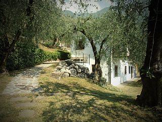 Villa Indipendente per 6 Persone a Malcesine immersa nel verde con terrazzaCase vacanze in Malcesine da @homeawayitalia
