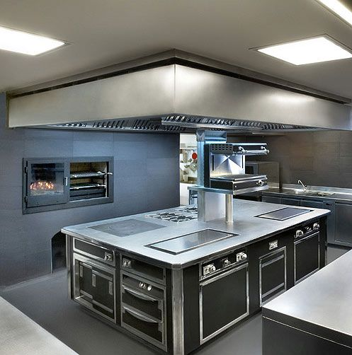 Comercial Kitchen Design www.stainlesssteeltile likes this commercial kitchen design