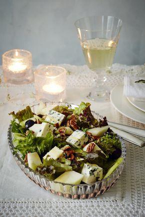 Sinihomejuusto-hedelmäsalaatti