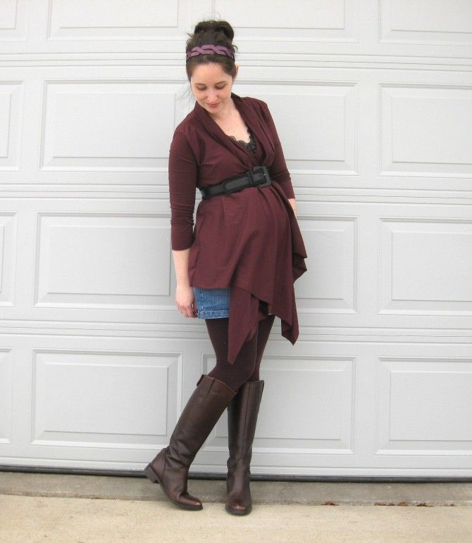 Wrap Cardigan tutorial - this looks easy enough that I can even do it... and since the bump is getting bigger and the temps are getting lower, I could certainly use some more cool weather options!