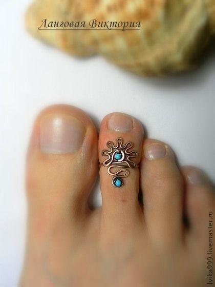 Wire Toe Ring . Кольцо на палец ноги.. Кольцо на палец ноги. Выполнено из меди с использованием бирюзы. Размер регулируется.    Кольцо на палец ноги. Выполнено из посеребренной проволоки, с использованием каменного бисера из родохрозита.
