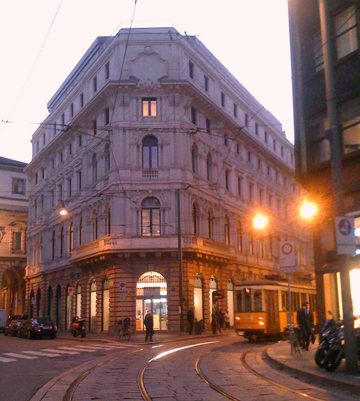 Love Each Other When Two Souls: Piazza Cordusio (Milano)