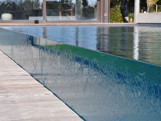 8 best images about piscines parois en verre on pinterest for Piscine miroir carre bleu