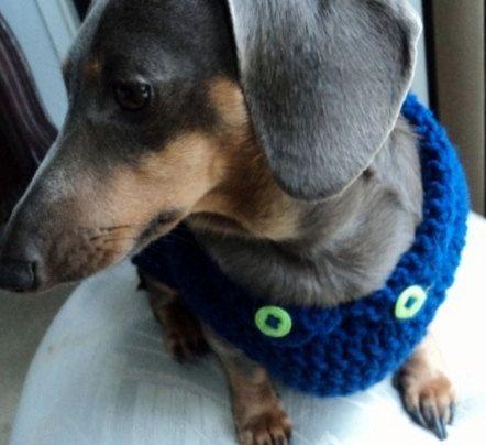 Blau häkeln Pullover mit Neon grünen Buttons, check den Kragen, es hat zwei Mini grüne Schaltflächen dem Pullover ein professionelles Aussehen