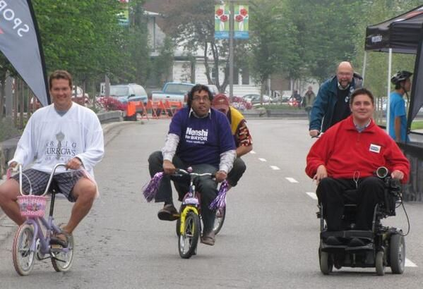 "Then ""not-quite-the-Mayor yet"" Nenshi rides a bike. #yycbike"