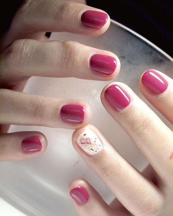 Practical style nails make women's charm shine