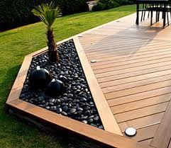 Pour un peu de verdure au bord de la #terrasse !  #plante #palmier #maison #jardin http://www.m-habitat.fr/amenagement-de-jardin/amenagement-paysager/schema-de-plantation-d-un-jardin-3793_A
